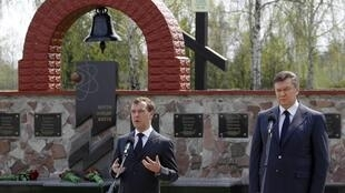 Russian President Dmitry Medvedev (L) speaks at a Chernobyl commemoration earlier this year