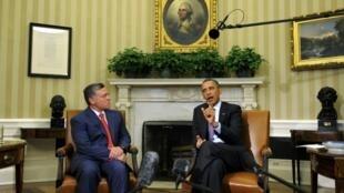 Barack Obama (d) ao lado do rei Abdallah da Jordânia durante discurso nessa sexta-feira em Washington.