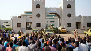 Demonstrators outside the Defence Ministry in Khartoum, 12 April 2019