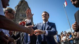 Эмманюэль Макрон после голосования в первом туре парламентских выборов, Туке, Франция, 11 июня 2017 г.