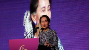 Lãnh đạo Miến Điện Aung San Suu Kyi phát biểu tại Diễn Đàn Kinh Doanh và Đầu Tư ở Singapore ngày 12/11/2018.