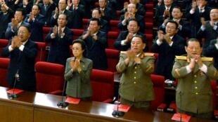Kim Kyong-hui (2eme à g.), la tante du dictateur Kim Jong-un lors de sa première apparition publique depuis plusieurs années.
