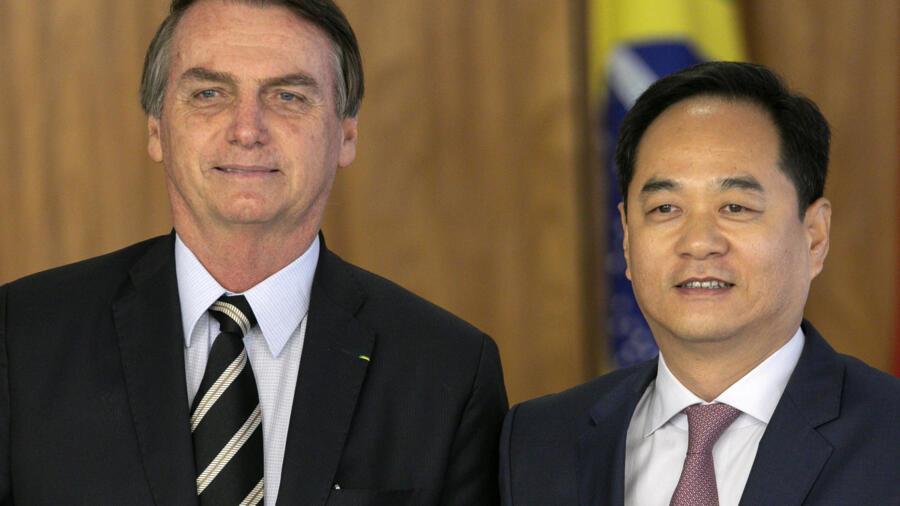 巴西总统博索纳罗与中国大使杨万明3月8日在总统官邸