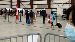 2020年2月7日,加拿大从武汉撤回的首批侨民抵达安大略省特伦顿军事基地。