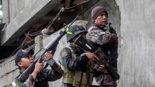 Quân đội Philippines truy lùng chiến binh thánh chiến tại Marawi, ngày 7/06/2017.