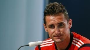 Alemão concedeu uma entrevista coletiva sobre a nova marca de 16 gols em Mundiais.