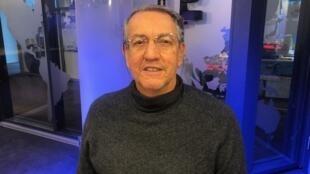 O sociólogo Antonio Sérgio Alfredo Guimarães nos estúdio da RFI em Paris.