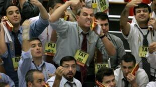 Des traders à la bourse de São Paulo, au Brésil (photo d'illustration).