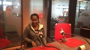 Elida Almeida nos estúdios da RFI, 4 de Novembro de 2015