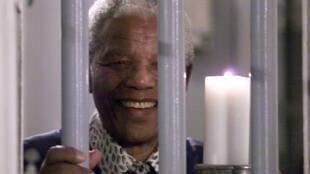 Nelson Mandela, qui depuis la prison de Pollsmoor, avait négocié avec les autorités sud africaines la paix dans le pays.