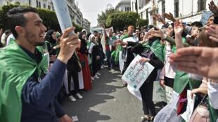 Manifestation de la jeunesse algérienne, le 23 avril 2019 à Alger.