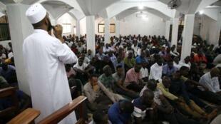 Fiéis muçulmanos com dificuldades em praticar o Ramadão em Angola, foto da Web Notícias com a devida vénia