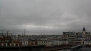 Paris na manhã de terça-feira, 21 de maio de 2013. O mau tempo prejudica a economia francesa.