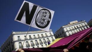 Manifestação contra a monarquia em Madri mobilizou espanhóis neste domingo.