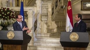 French President François Hollande (L) with Egyptian leader Abdel Fattah al-Sissi on Sunday