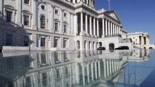 O Congresso dos Estados Unidos volta a se reunir nesta terça-feira (13) com a finalidade de chegar a um acordo que evite o chamado abismo fiscal.