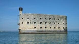 法国重要海事战略古迹博亚德海上碉堡(Fort Boyard)