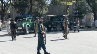 Les forces de sécurité afghanes sur le site de l'explosion à Kaboul, le 17 septembre 2019.