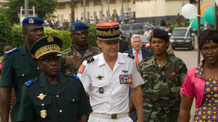 Le général Bruno Clément-Bollée (au centre).