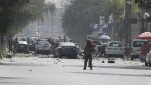 خودروهای آسیبدیده در محل حمله انتحاری گروه طالبان در کابل. پنجشنبه ۱٤ سنبله/ ۵ سپتامبر ٢٠۱٩