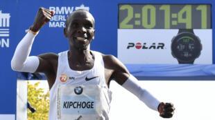 Le Kényan Eliud Kipchoge a pulvérisé le record du monde du marathon à Berlin, le 16 septembre 2018. Il a été élu athlète de l'année.