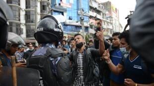 Cảnh sát chống bạo động được triển khai tại Katmandou ngày 29/04/2015.
