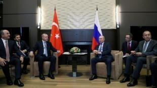 Le président turc Erdogan et le président russe Poutine se rencontrent à Sotchi ce mardi 22 octobre juste avant la fin de la trêve dans l'offensive turque sur la Syrie.