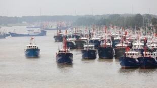 Ảnh minh họa: Đội tàu cá của Trung Quốc tại tỉnh Giang Tô chuẩn bị ra khơi hồi tháng 8/2017.