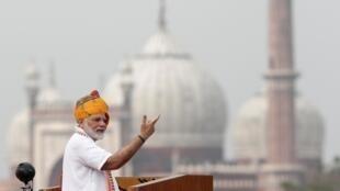 Primeiro-ministro indiano, Narendra Modi, discursa na comemoração da independência do país, em Nova Délhi (15/08/2019).