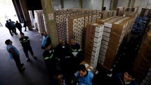 Ủy ban tổ chức bầu cử Achentina chuẩn bị cho vòng một  bầu cử Tổng thống - REUTERS /Marcos Brindicci