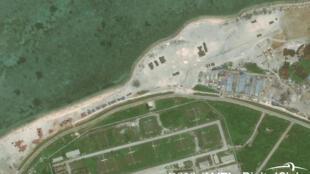 Hình ảnh vệ tinh được Sáng kiến Minh bạch Hàng hải Châu Á (CSIS) cho là Trung Quốc triển khai nhiều loại vũ khí mới trên đảo Phú Lâm ở Hoàng Sa. Ảnh chụp ngày 12/05/2018.