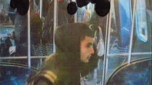Ảnh do cảnh sát Đan Mạch cung cấp cho thấy Omar Abdel Hamid El-Hussein tại trạm tàu điện ngầm vào tháng11/ 2013.