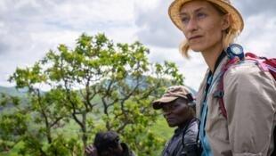 La biologiste Anne Laudisoit et son équipe de guides locaux sur le terrain. Expédition scientifique et tournage du film «Mbudha», Ituri, RDC, mai 2017.