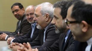 """El canciller iraní Mohammed Javad Zarif y su delegación afirman que se opondrán a cualquier """"exigencia excesiva"""" en las negociaciones para frenar el programa nuclear."""