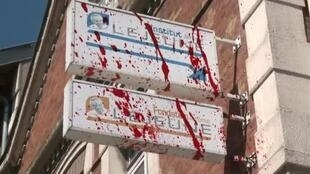 The sign at the Jérôme Lejeune Foundation desecrated by fake blood
