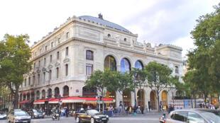 Nhà hát Châtelet (Théâtre du Châtelet) được xây cất vào năm 1862