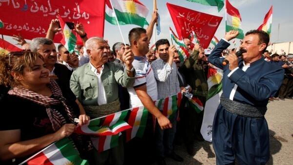 Curdos iraquianos realizam protesto contra ofensiva turca à Síria, em Erbil (Iraque).