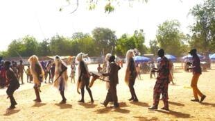 Danseurs au festival des peuples de la vallée du Logone, à Bongor, au Tchad