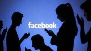 """""""Hoje, as redes sociais e os correios eletrônicos já contam com bilhões de """"conectados"""". Falta ainda atingir os outros bilhões que sobram. """""""