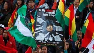 Manifestantes protestam contra a reeleição de Evo Morales em La Paz.
