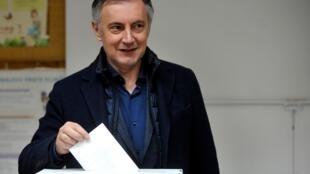 Miroslav Skoro jouera les arbitres lors du second tour de l'élection présidentielle en Croatie. Le pays doit également prendre la présidence de l'Union européenne dès janvier prochain.