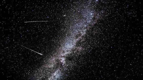 Chuva de meteoros iluminam o céu em agosto.