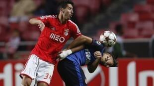 Benfica num jogo contra Mónaco.