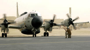EP-3E Aries aircraft is directed by ground crew after a flight from Bahrain September 25, 2017. U.S. Air Force/Staff Sgt. Rhiannon Willard/Handout/File photo via REUTERS
