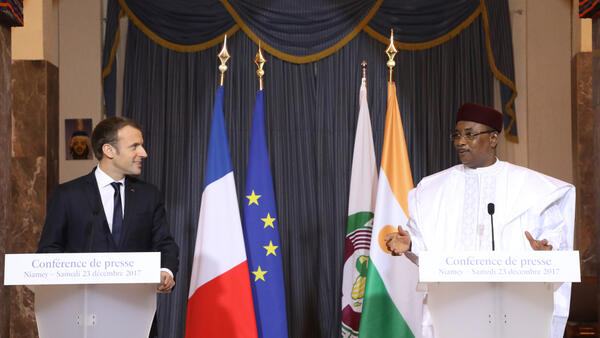 Niger's President Mahamadou Issoufou (R) and French president Emmanuel Macron (L) give a joint press conference after a meeting at the Presidential palace in Niamey on December 23, 2017.