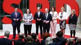 O social-democrata Andrea Nahles (SPD) apresenta os novos ministros do governo de Angela Merkel em Berlim, em 8 de março de 2018.