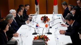 日韩两国外交大臣在日本名古屋举行双边会议 2019年11月23日