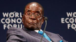 Роберта Мугабе часто называют «диктатором» и даже «людоедом», но глава ВОЗ пошел дальше и назвал его «послом доброй воли»