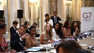 shugaban Faransa Emmanuel Macron da wasu mukarrabansa na shirye-shiryen bakwanci taron kasashen G7