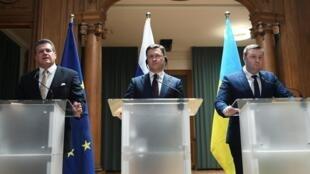 Đại diện Ủy Ban Châu Âu, Nga và Ukraina họp báo nhân đàm phán về khí đốt. Ảnh tại Berlin, Đức, ngay 19/12/2019.
